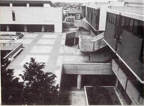 国際商科大学1