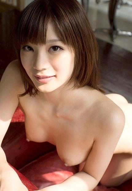 キュートな笑顔で激しいセックスをする女の子、鈴村あいり