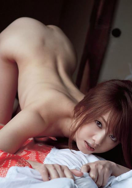 美尻なうえに背中や腰も綺麗な、後ろ姿が素晴らしい全裸の女の子たち