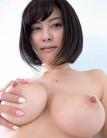 思わずパイズリしたくなっちゃうような、大きな乳房の美巨乳を持つ可愛い女の子たち