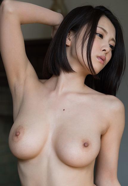 美しくてデカい乳房が魅力的な、巨乳を見せつける女の子たち