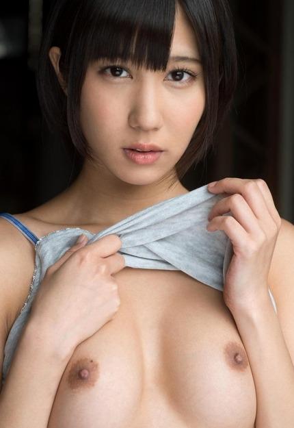 可愛い顔をしてるのに豪快なセックスをしちゃう、湊莉久