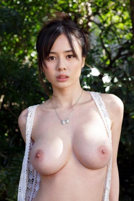見るからに軟らかそうな巨乳でパイズリして膣内射精させちゃう、吉川あいみ
