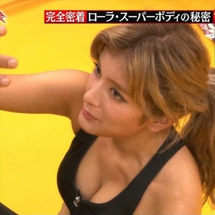 女優やアイドルなどの芸能人が、テレビ番組の中で見せちゃった胸チラ