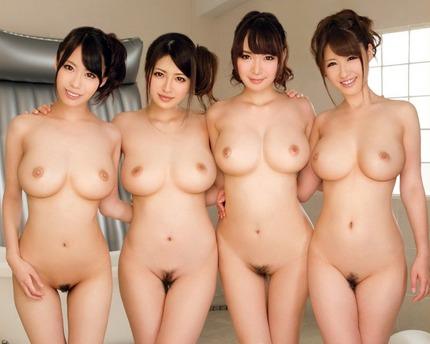 たくさんの巨乳女性を裸にして並べてみたって感じの集合写真