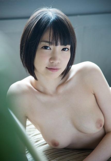 色白で可愛い清純少女が性欲に目覚めて激しくセックスする、鈴木心春