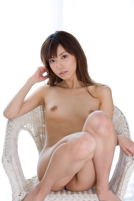 貧乳&微乳の、可愛くて綺麗なヌード女性