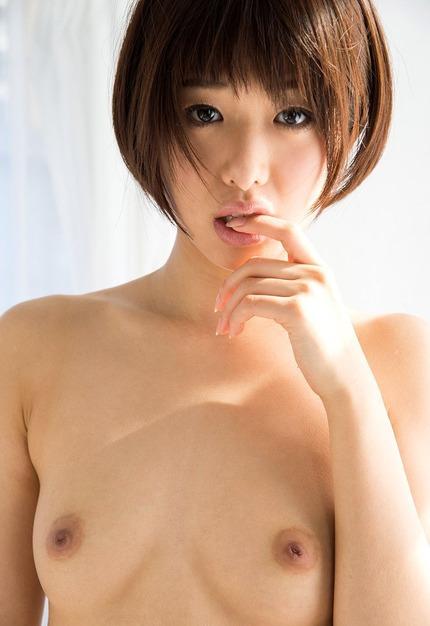 ショートカットも可愛い女の子が淫乱で濃厚なSEXを繰り広げる、川上奈々美