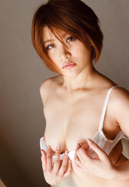 Fカップ巨乳のムッチリボディでパイズリしたり中出しさせちゃうお姉さん、推川ゆうり