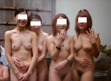 露天風呂に入浴中の素人女性たちを撮影したら、笑顔で応じてくれた
