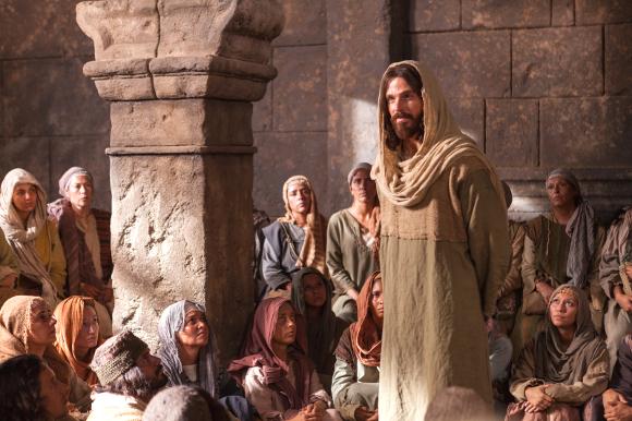 jesus-speaking-crowd