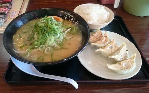 餃子定食 硬麺+ネギ多め
