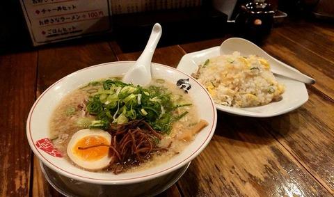宝ラーメン(硬麺+ネギ多目)+焼きめしセット