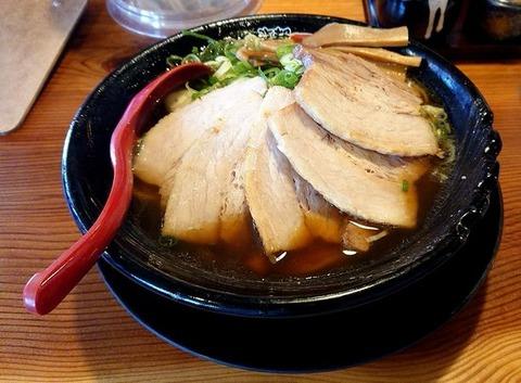 厚切チャーシューラーメン(硬麺+ネギ多目)①
