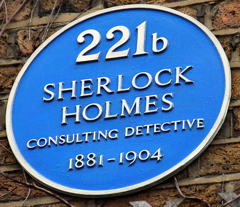 800px-Sign_at_Sherlock_Holmes_Museum_in_Baker_St_221b