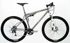 チタン 自転車 林道走行にその走破性に優れたフルサスペンション本格マウンテンバイク。 スナップの効いた走り 中高年 本物
