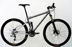 チタン 自転車 フルサスペンションによるスナップの効いた走り 中高年 本物