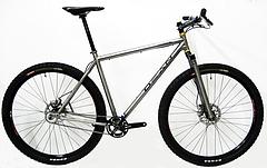 虚飾を配した、自転車のベーシック 本物