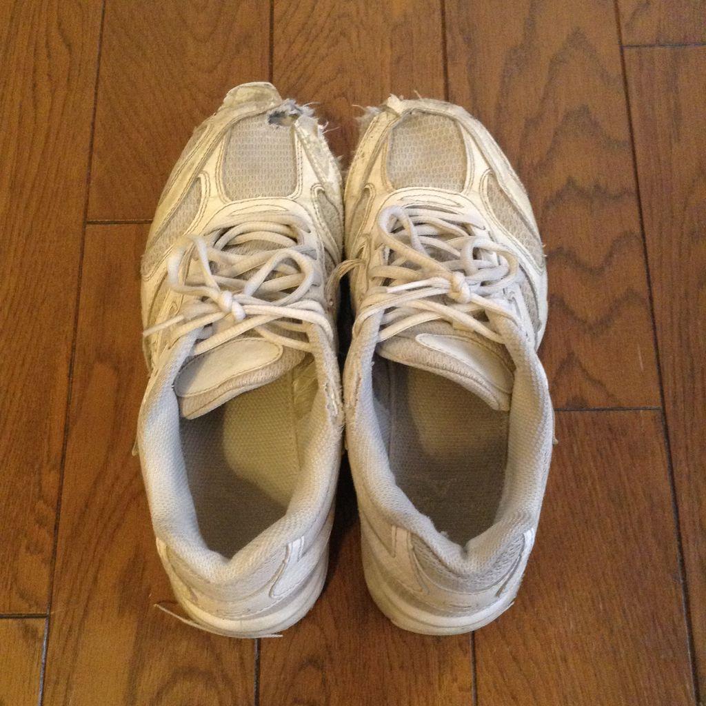 なーんかボロボロだよねー。いつ買ったっけ~?と思っていたんですけど、 靴って靴箱にしまってしまうから、わざわざ見る機会が無いんですよね。