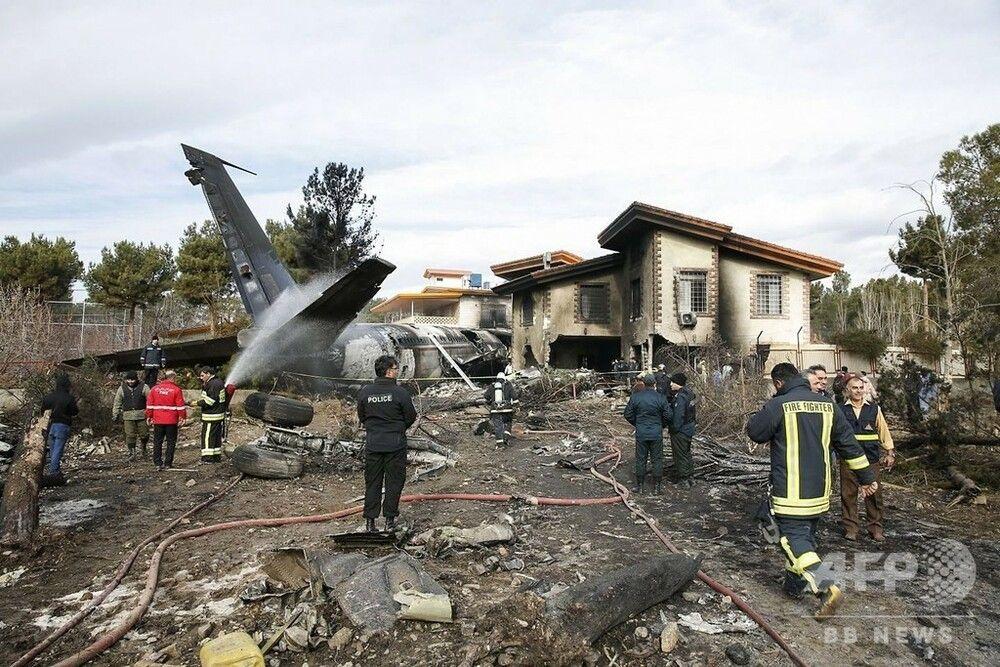 【イラン】イラン軍輸送機が滑走路外れ建物に衝突・炎上で「15人死亡」【テヘラン近郊】[01/14]
