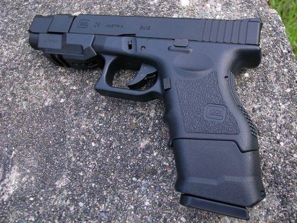 「撃つぞこら」53歳の男が、後続車の女性をエアガンで脅す ネット上では二人共に批判