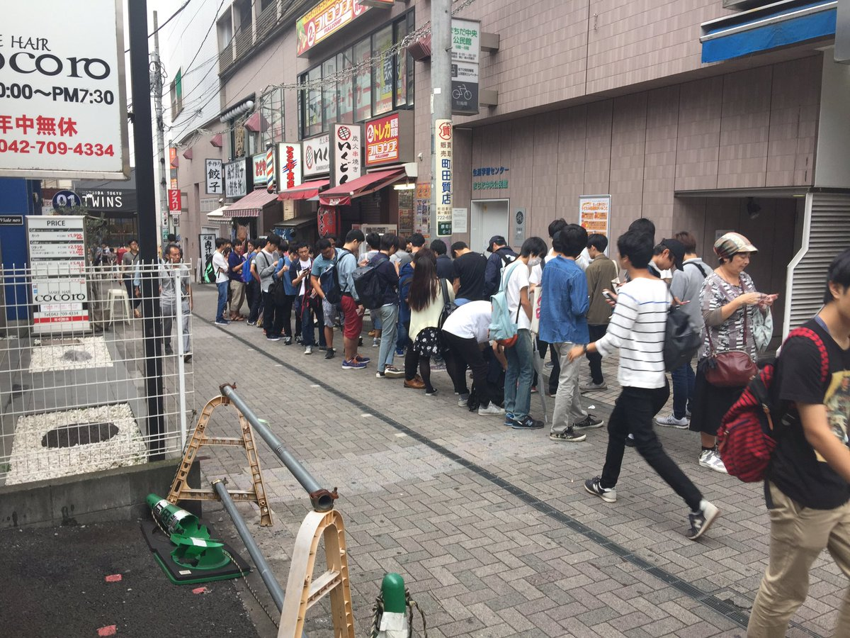 【悲報】ポケモンカード 予約だけで人が並ぶ