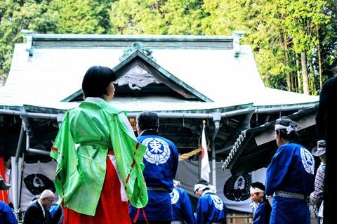 御式年祭_束荷神社2d-215