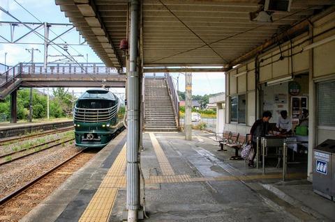 瑞風とJR島田駅120周年