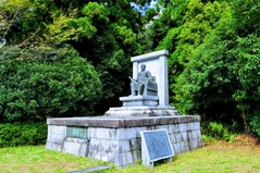 伊藤博文座銅像