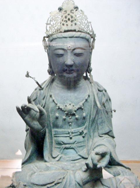 観世音菩薩坐像