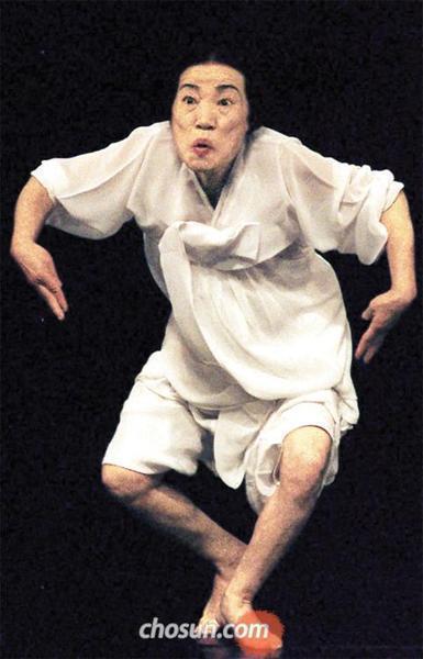 韓国伝統舞踊家