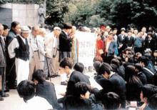韓国への修学旅行で、慰安婦に土下座する日本の生徒