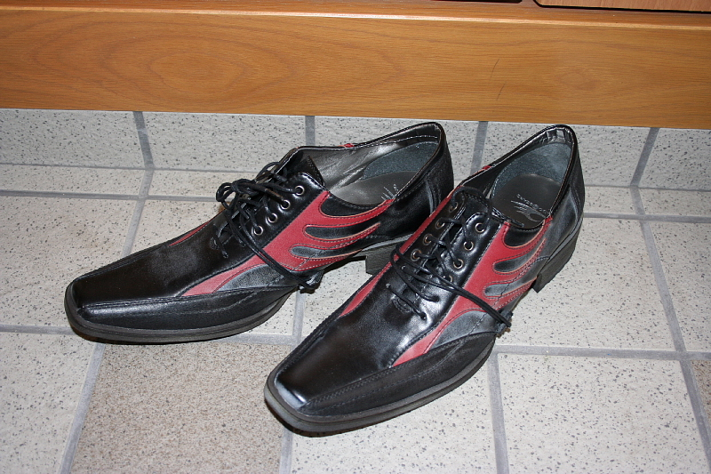 年末にジーンズを2本買って、ジーンズに合う靴を買いにミナミに行きました。 DRAGON BEARDの靴が格好良かったんで買いました。
