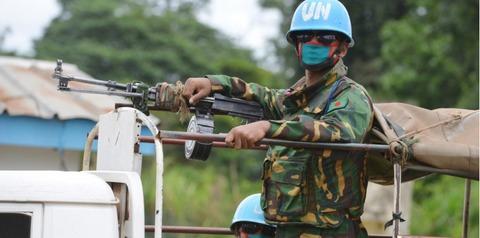 7827638-ebola-un-centre-saccage-au-liberia-17-malades-en-fuite