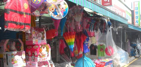 toymarket120904-main (1)
