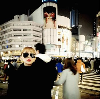 【画像】浜崎あゆみ、表参道の交差点にたたずむ姿に賛否「雰囲気ある」「今回は加工なし?」