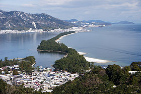 280px-Amanohashidate_view_from_Mt_Moju02s3s4592