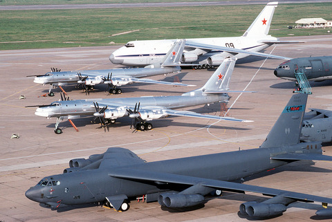 1280px-B-52_&_Tu-95