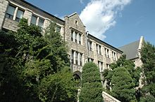 220px-Ewha_Women's_Univ_Main_Buildingl-20070908