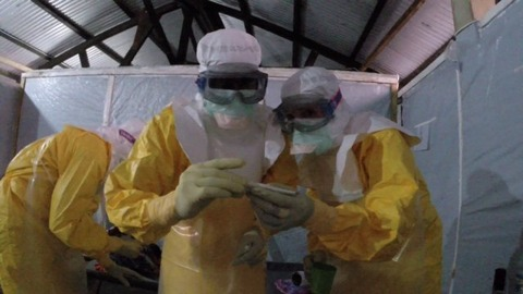doctors-ebola-in-guinea