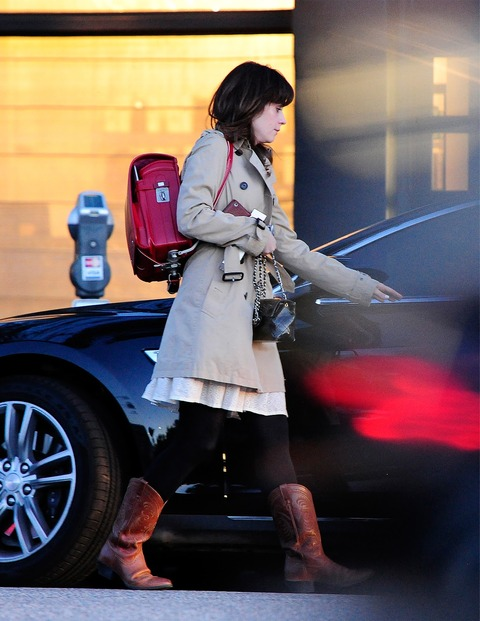 Zooey_Deschanel-Beverly_Hills-CA-19_3_2014-007
