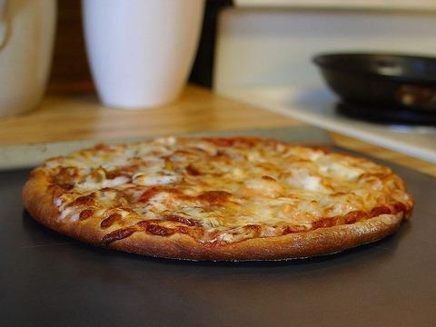 800px-Pizza_6_bg