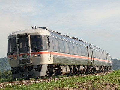 JRT_DC_kiha85series_Limited-Express_Hida