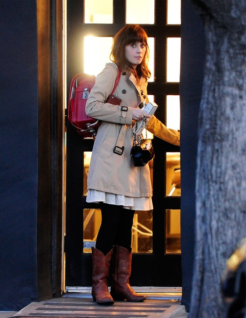 Zooey_Deschanel-Beverly_Hills-CA-19_3_2014-001