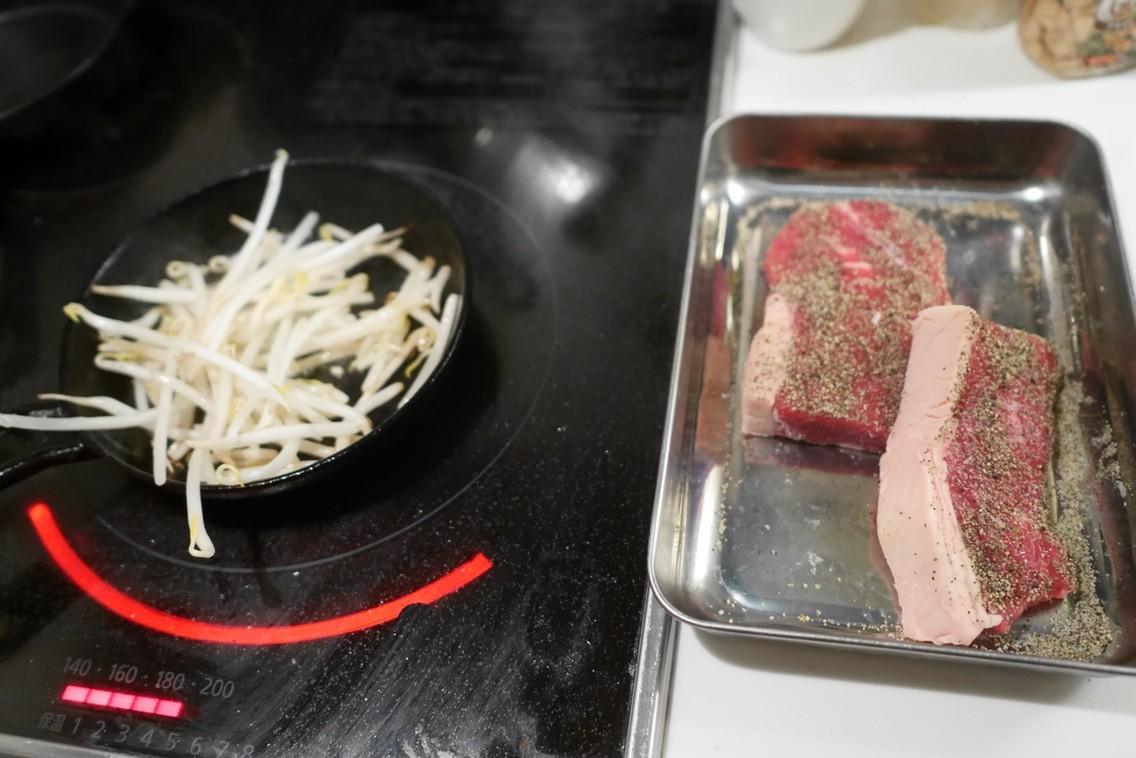 付け合わせ もやし ステーキ 牛肉のガーリックステーキともやし炒め