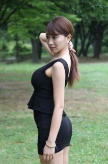 森咲智美、よく見るとエロい表紙カット解禁! お尻丸見えの限界ショットにファン大興奮