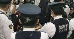 検察庁前で麻雀「黒川杯」 テンピンで黒い牌で…警官集まる騒動に