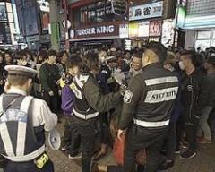 """渋谷ハロウィンの混乱を抑えた""""コワモテな民間警備員たち""""の正体"""