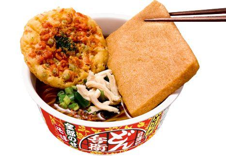 「日清のどん兵衛 どリッチ 全部のせそば」発売。天ぷら、お揚げ、蒸し鶏入り。入りきらないので特別パッケージで