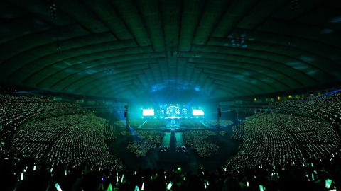 【悲報】欅坂46の東京ドーム公演千秋楽、何もサプライズもなくWアンコールの平手ソロ『角を曲がる』で終了しヲタから不満が続出する・・・